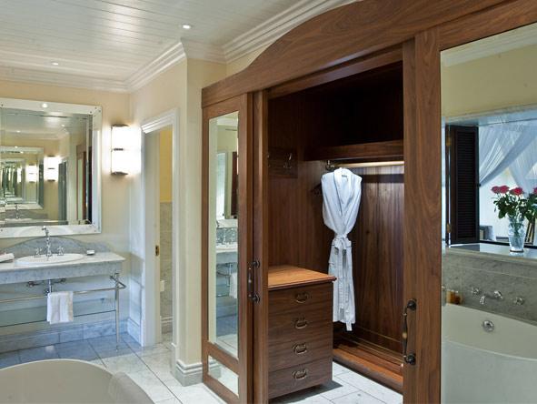 Hemingways Nairobi - En suite bathrooms