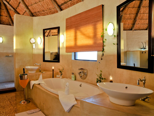 Ngoma Safari Lodge - En suite bathrooms
