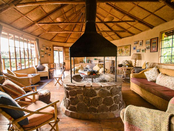 Mount Gahinga Lodge - Cosy lounge area
