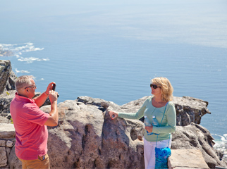 Insider Tips for Going Up Table Mountain - photo couple