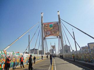 Mandela in Johannesberg: Nelson Mandela Bridge 2