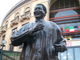 Mandela in Johannesberg: Nelson Mandela Square 2