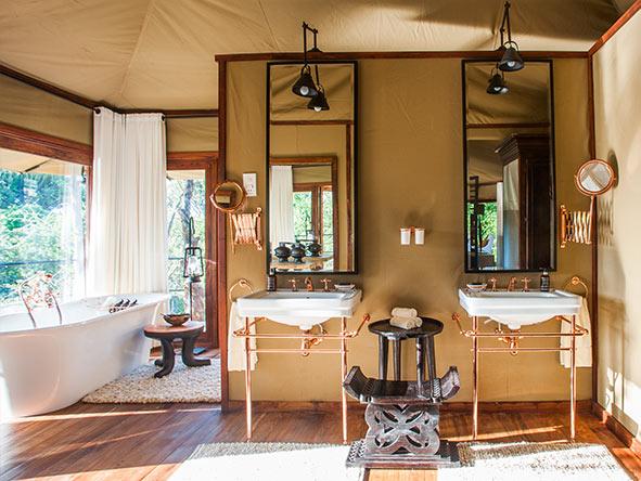 Mwiba Lodge - bathroom
