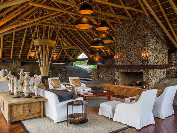 Mwiba Lodge - bar & library