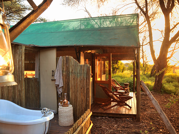 Tom's Little Hide - outdoor bathroom