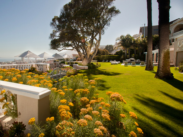 Lush lawns & landscaped flower beds make Ellerman's gardens the perfect place to enjoy a stroll.