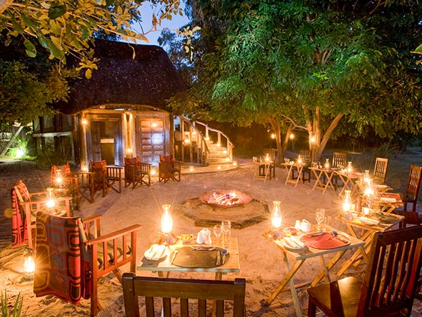 End the day the Great Plains way: drinks & safari stories around a convivial campfire.