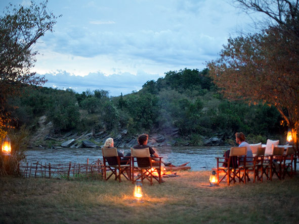 Ending the day on a Serian safari: cold drinks & warm conversation served around a campfire.