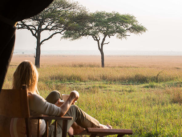 Serengeti: Woman watching sunrise