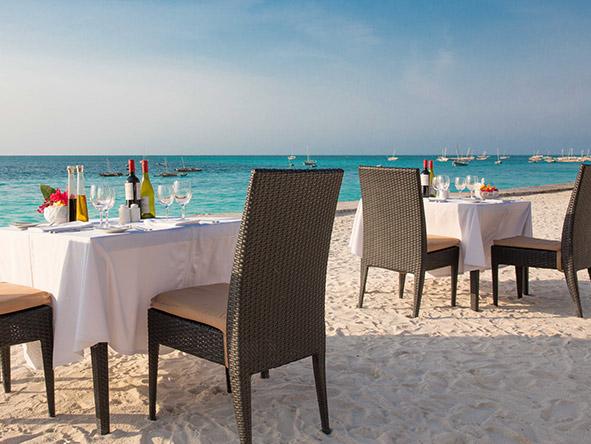 DoubleTree Resort by Hilton Hotel Zanzibar-Nungwi - Beach dining