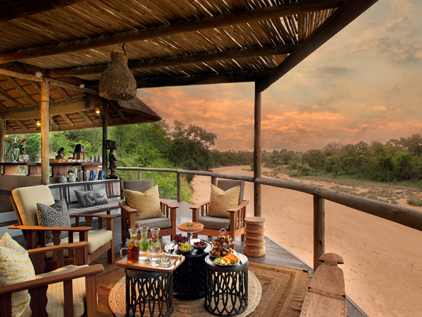 Tanda Tula Safari Camp, Main lodge deck