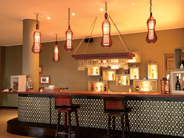 DoubleTree by Hilton Seychelles, bar