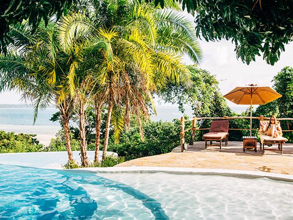 relax poolside at fundu Lagoon