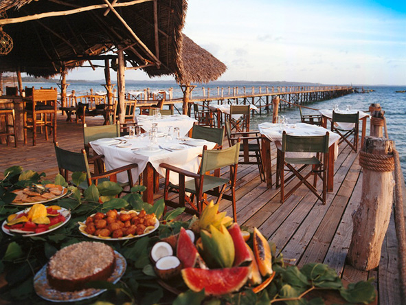 Breakfast on the deck, Fundu Lagoon
