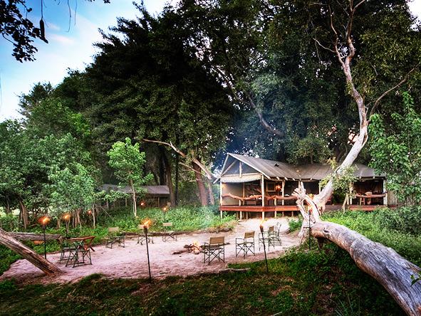 campfire, Kwara Camp