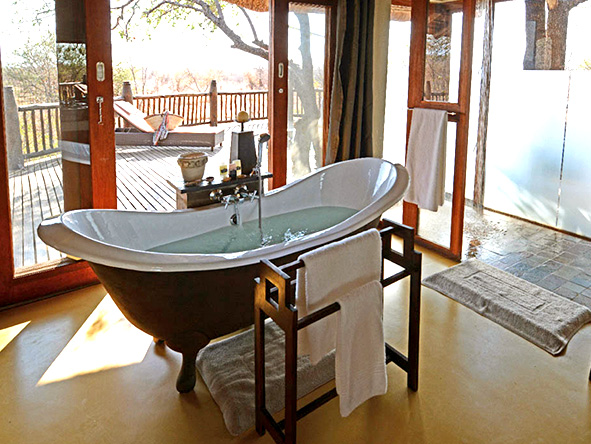 En-suite bathtub, Etali safari lodge