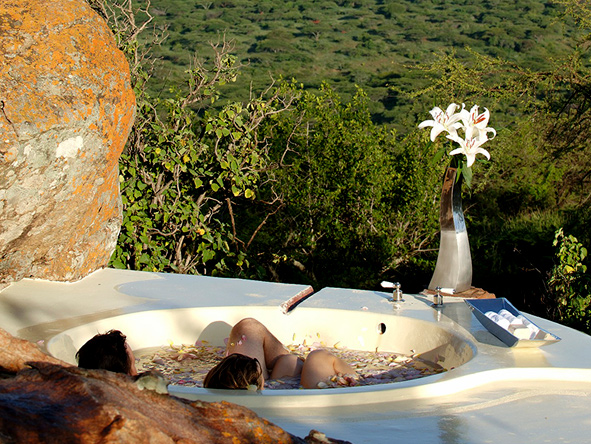 Outdoor bathtub, Kenya safari