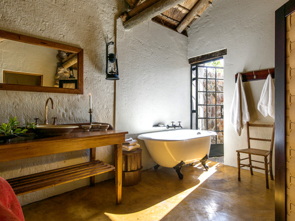 Motswari, rustic en-suite bathroom