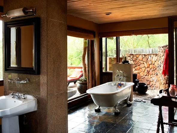Singita Ebony Lodge, en-suite bathrooms