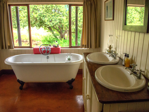 ensuite bathroom at Three Tree Hill Lodge