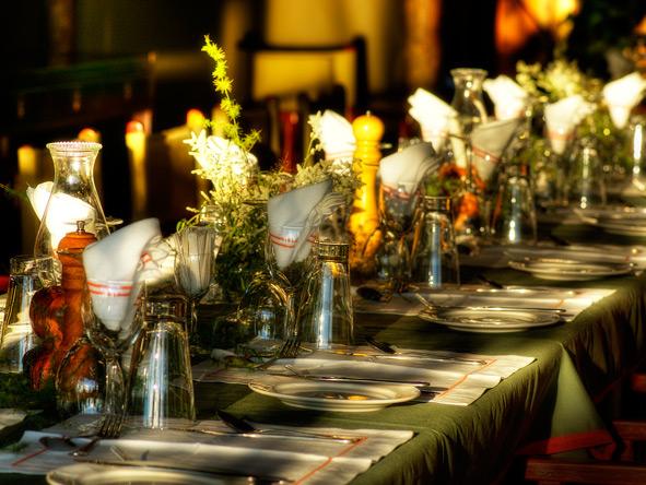 Kanana Lodge, dining table