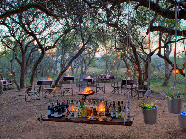 Outdoor safari dining, Phinda Rock Lodge