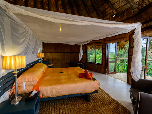 luxury rooms with private decks, thonga beach lodge