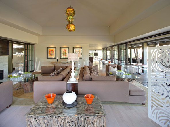 Phinda Forest Lodge, main lounge decor