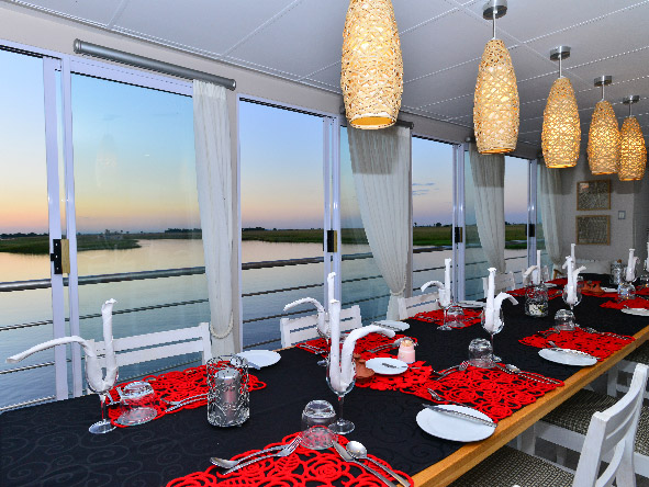 Chobe Princess, Safari Boat, dining