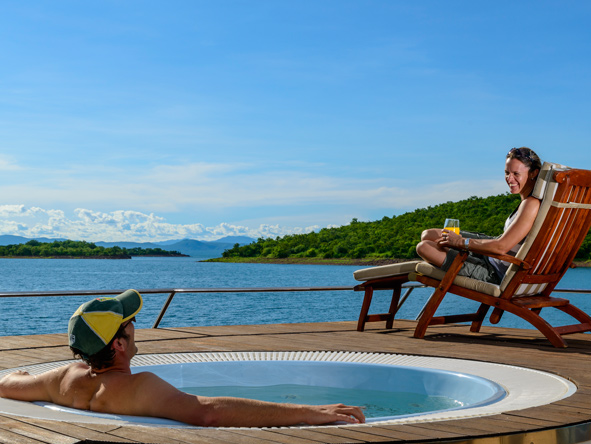 Matusadona Lake Luxury Cruiser, plunge pool