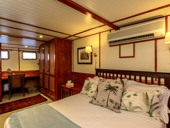 Luxury cabins, matusadona luxury lake cruiser