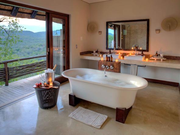 Romantic bath, Phinda Mountain Lodge