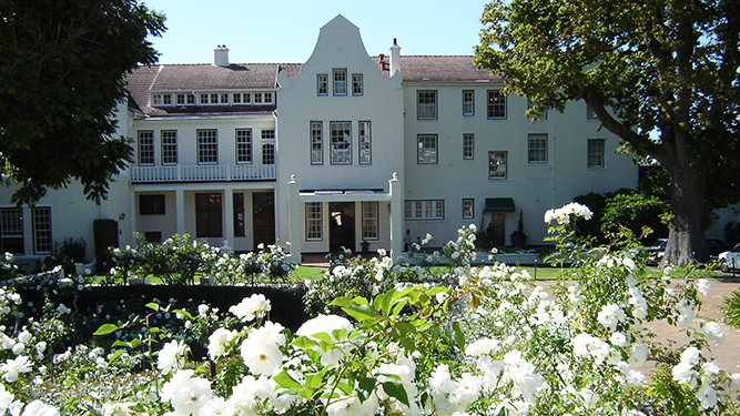 The Best Affordable Luxury Accommodation - The Cellars-Hohenhort