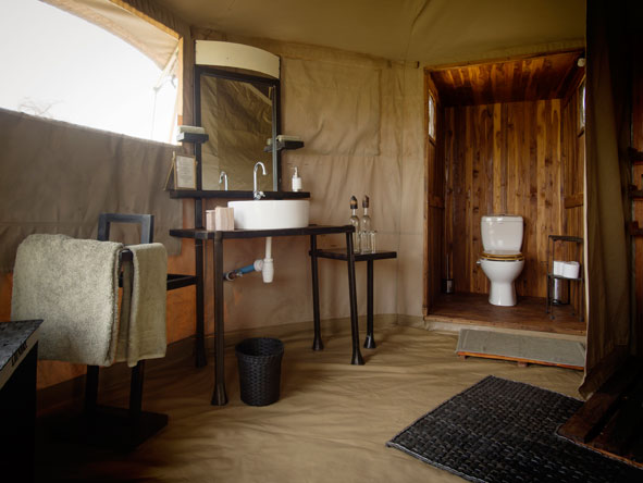 en-suite bathrooms at Namiri Plains