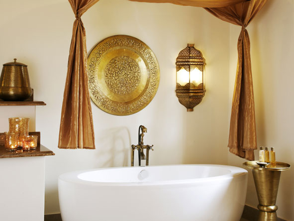 free-standing bathtub at Baraza Resort
