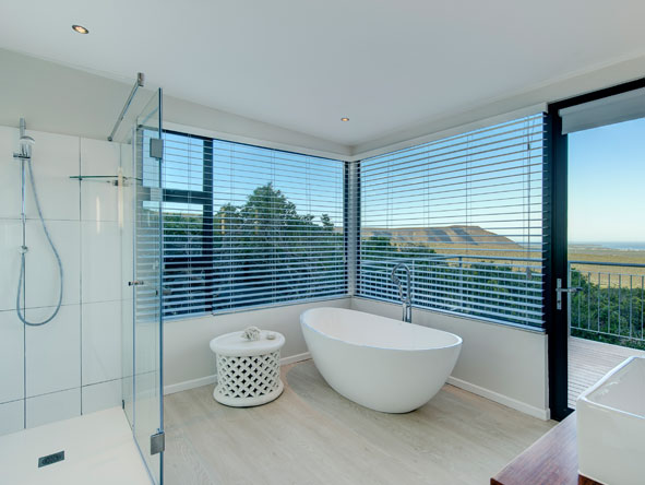 ensuite bathroom with private deck, Grootbos