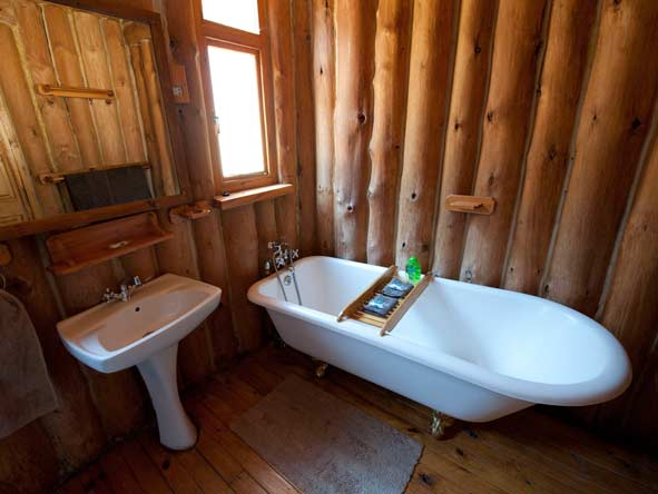 en-suite bathroom, chelinda lodge
