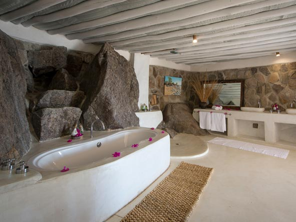 en-suite bathrooms, Ndomo Point
