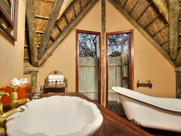 Deception Valley Lodge, en-suite bathroom
