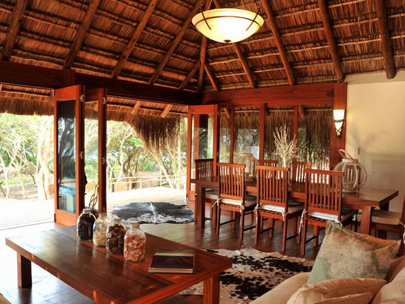 Machangulo Beach Lodge, dining room