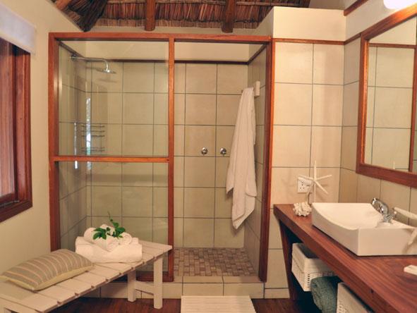 Machangulo Beach Lodge, en-suite bathroom