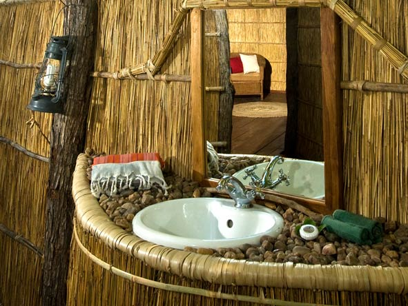 Nsolo Bush Camp, Bathroom