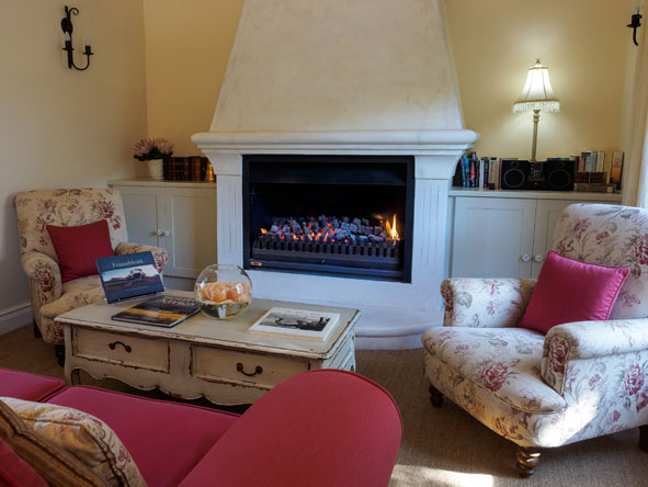 Auberge Clermont, lounge and fireplace