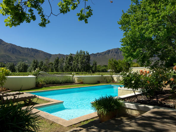 Auberge Clermont, swimming pool and mountain view