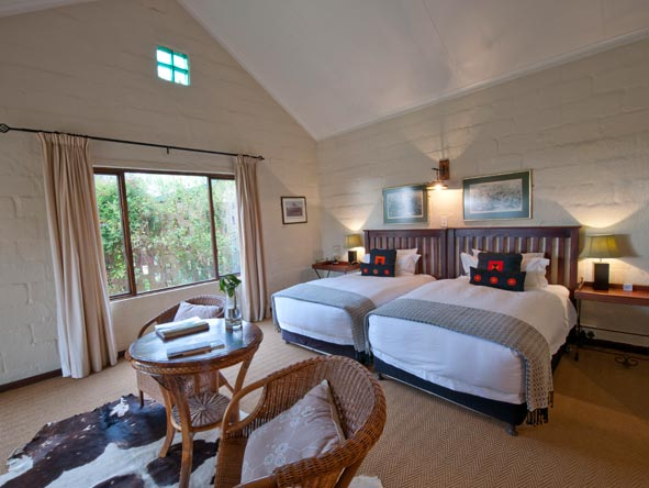 cosy bedroom suite at fugitives drift guest house