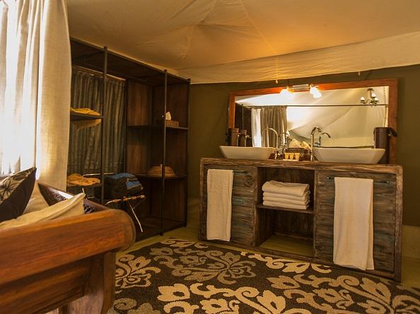Nasikia Naona Moru Camp, luxury tent