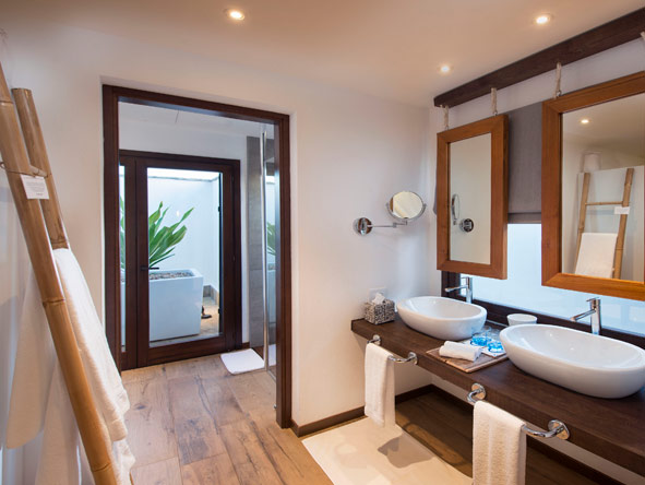 en-suite bathroom, mequfi beach resort