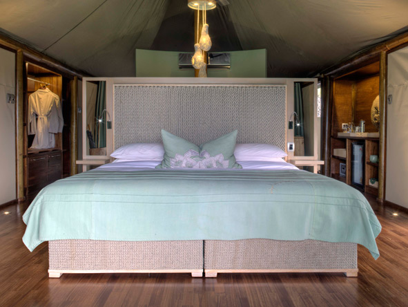 King-sized bed, ngala tented camp