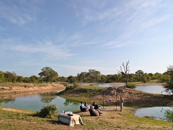 bush dining, Ngala Tented camp