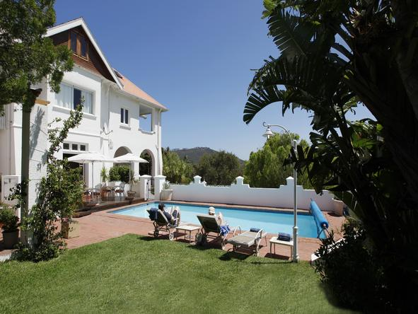 Abbey Manor Luxury Guest House - pool + lawn
